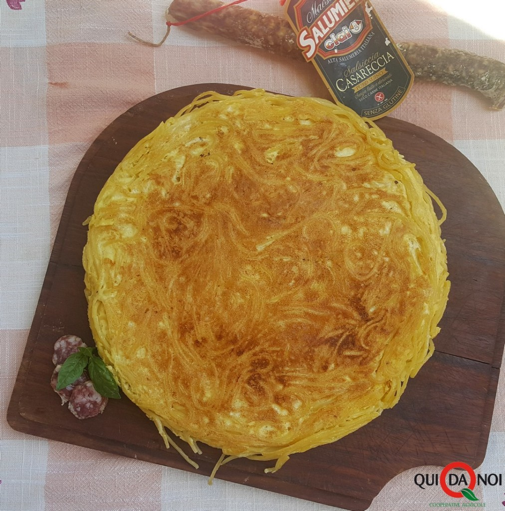 frittata di spaghetti con salsiccia (2)