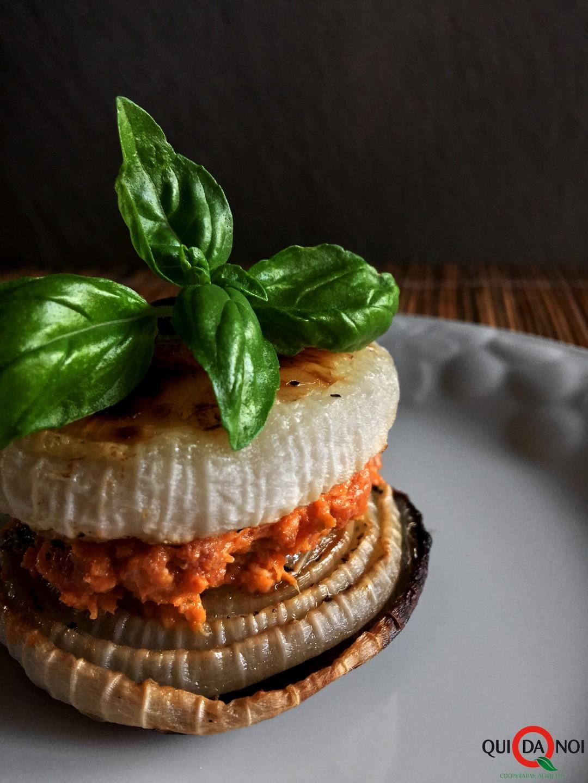 sandwitch-di-cipolle-al-forno-con-salame-al-miele-e-basilico_paola-uberti_img1