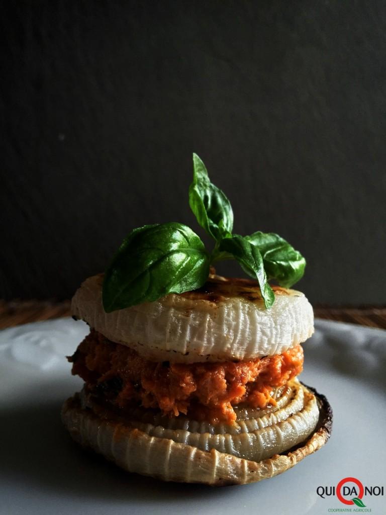 sandwitch-di-cipolle-al-forno-con-salame-al-miele-e-basilico_paola-uberti_img2