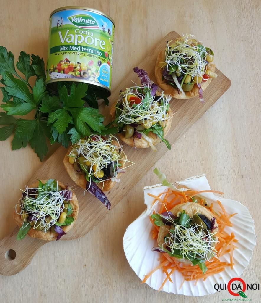 cestini con insalata mix mediterraneo