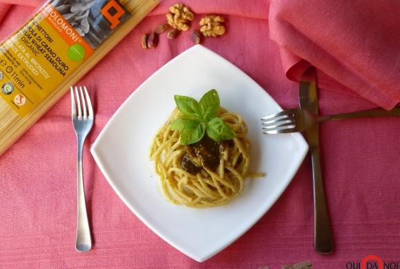 Spaghettoni Girolomoni con pesto di pistacchi