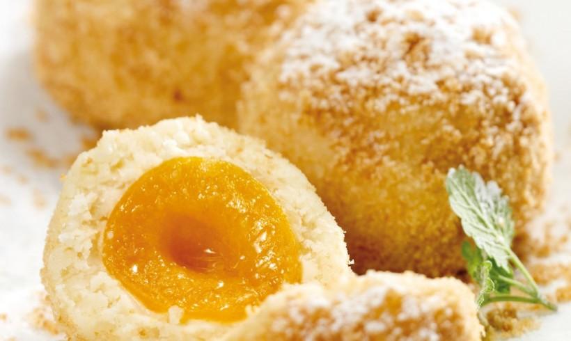 Marillenknödel, gnocchi dolci alle albicocche