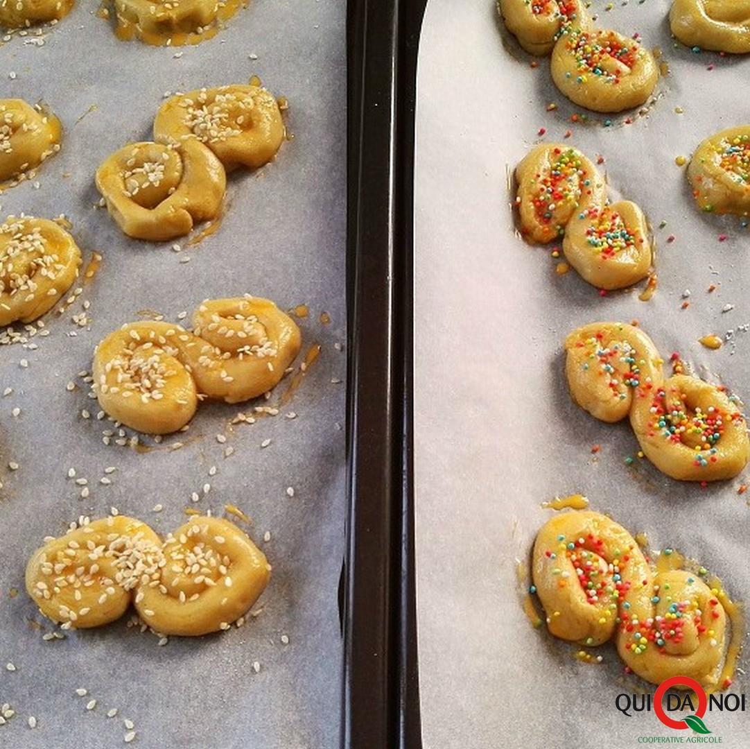Koulourakia biscotti greci pasquali cottura - Vassallo