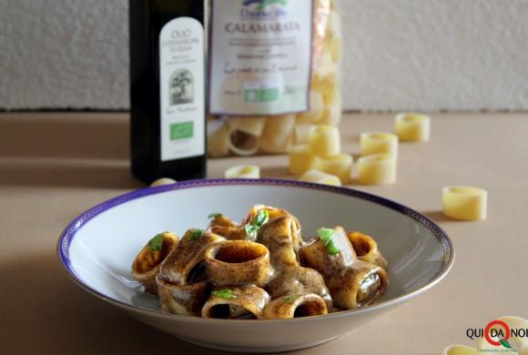 Calamarata con zabaione salato al Parmigiano Reggiano e caffè