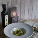 Spaghetti al pesto di broccoli e crumble di ceci neri