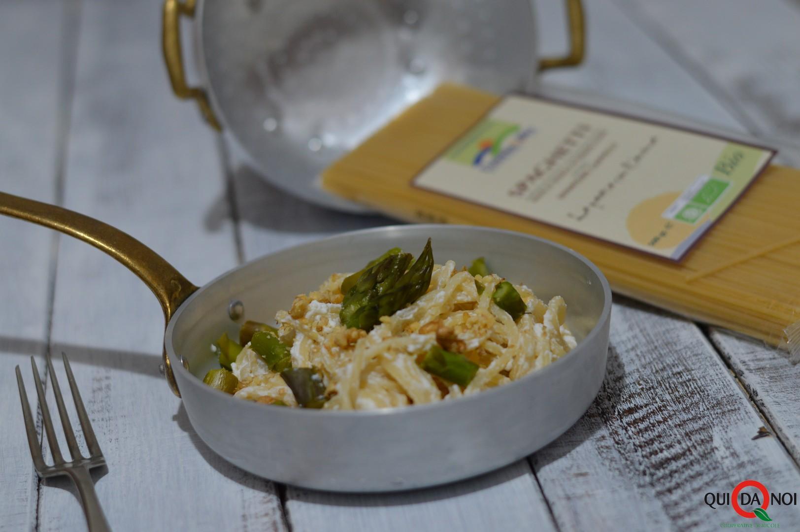spaghetti alla ricotta con asparagi e noci_monica bendetto