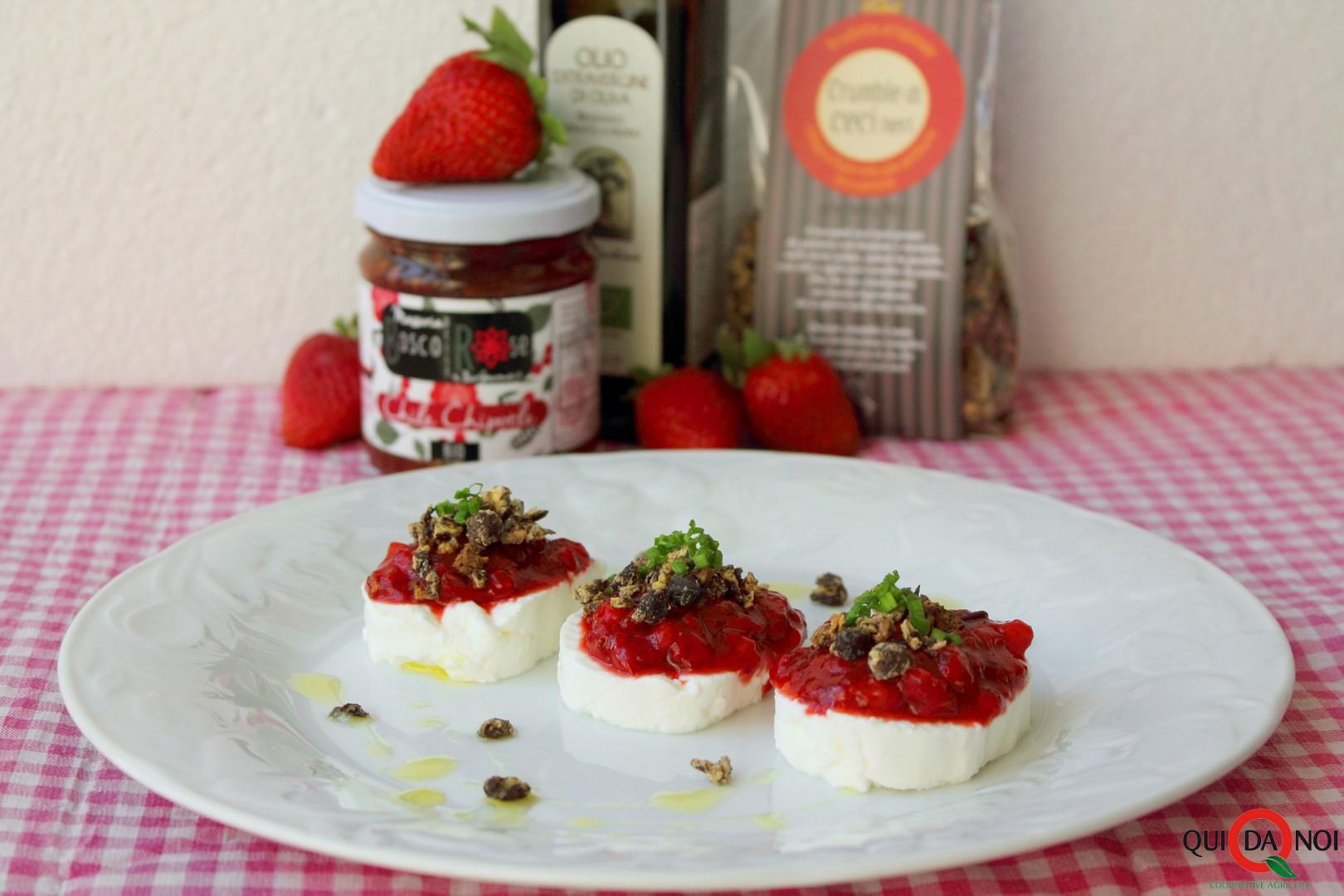 Tomini con salsa di fragole al chile chipotle e crumble di ceci neri_paola (2)