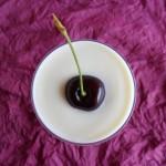 Coppa di yogurt, cioccolato bianco e frutta di stagione