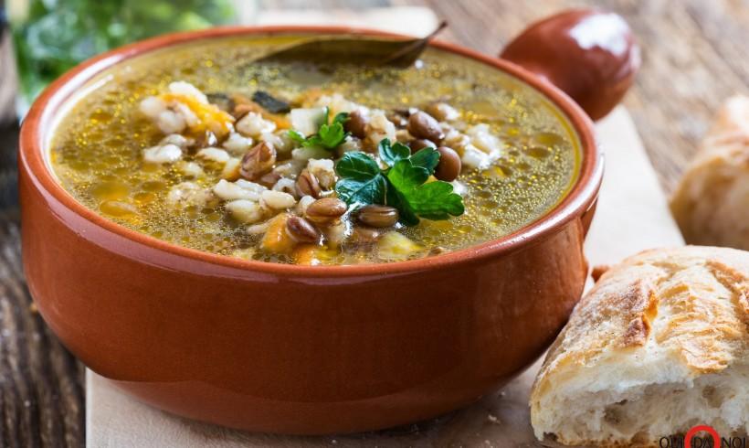 Zuppa di lenticchie orzo e salsiccia