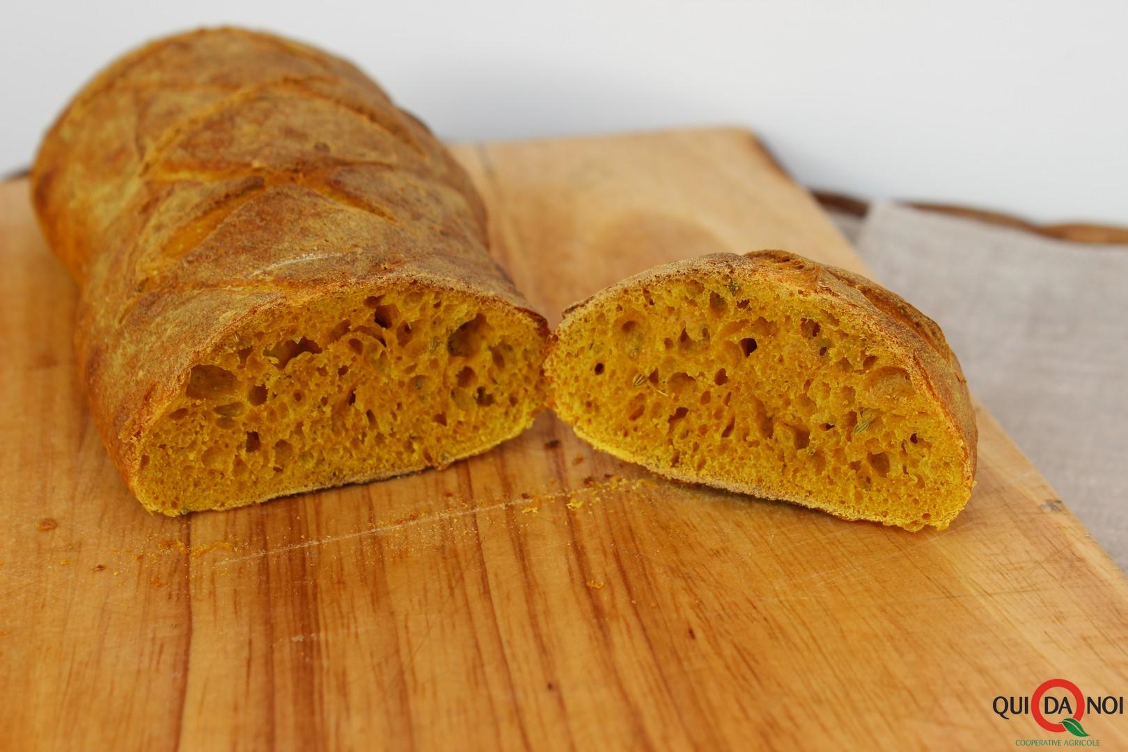 Pane al curcuma e finocchietto