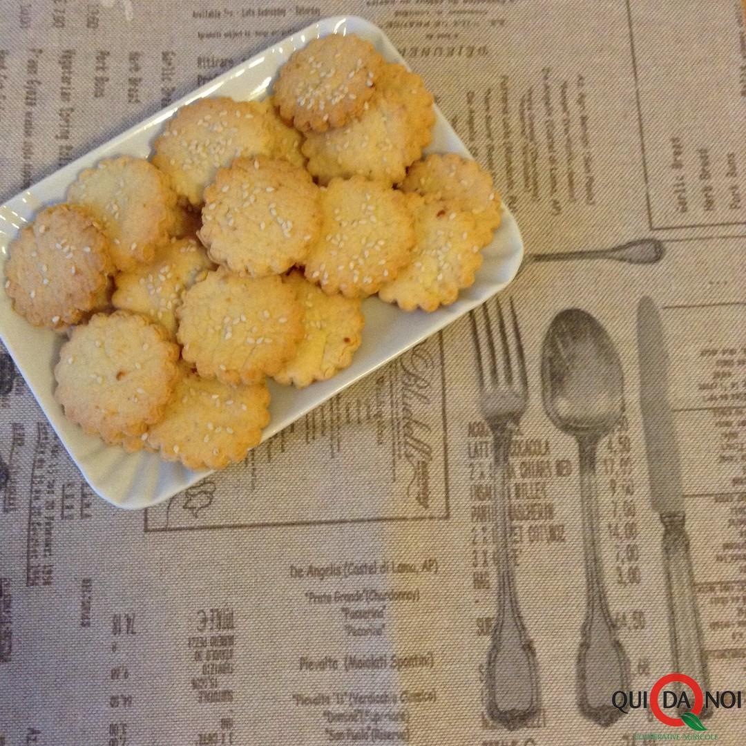 Cracker con Semi di Sesamo e Formaggi misti