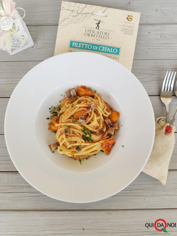 spaghetti acciughe pomo cefalo peperone