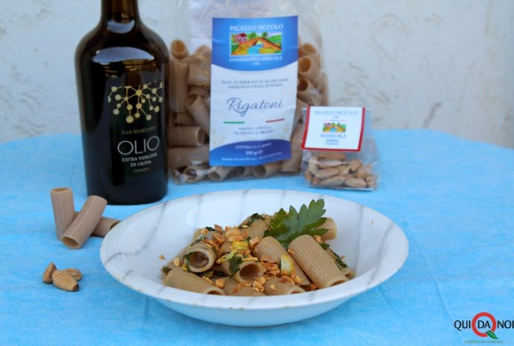 Rigatoni aglio, olio, limone e mandorle