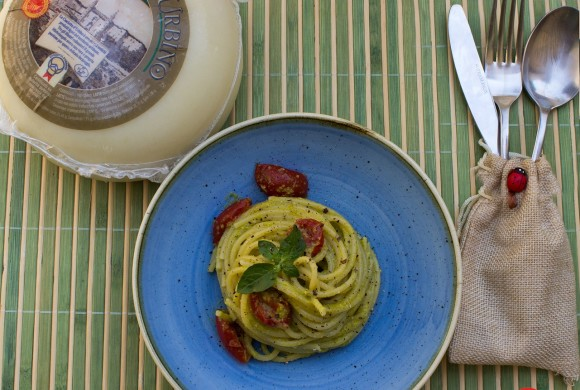 Spaghetti al pesto di fiori di zucca e Casciotta d'Urbino