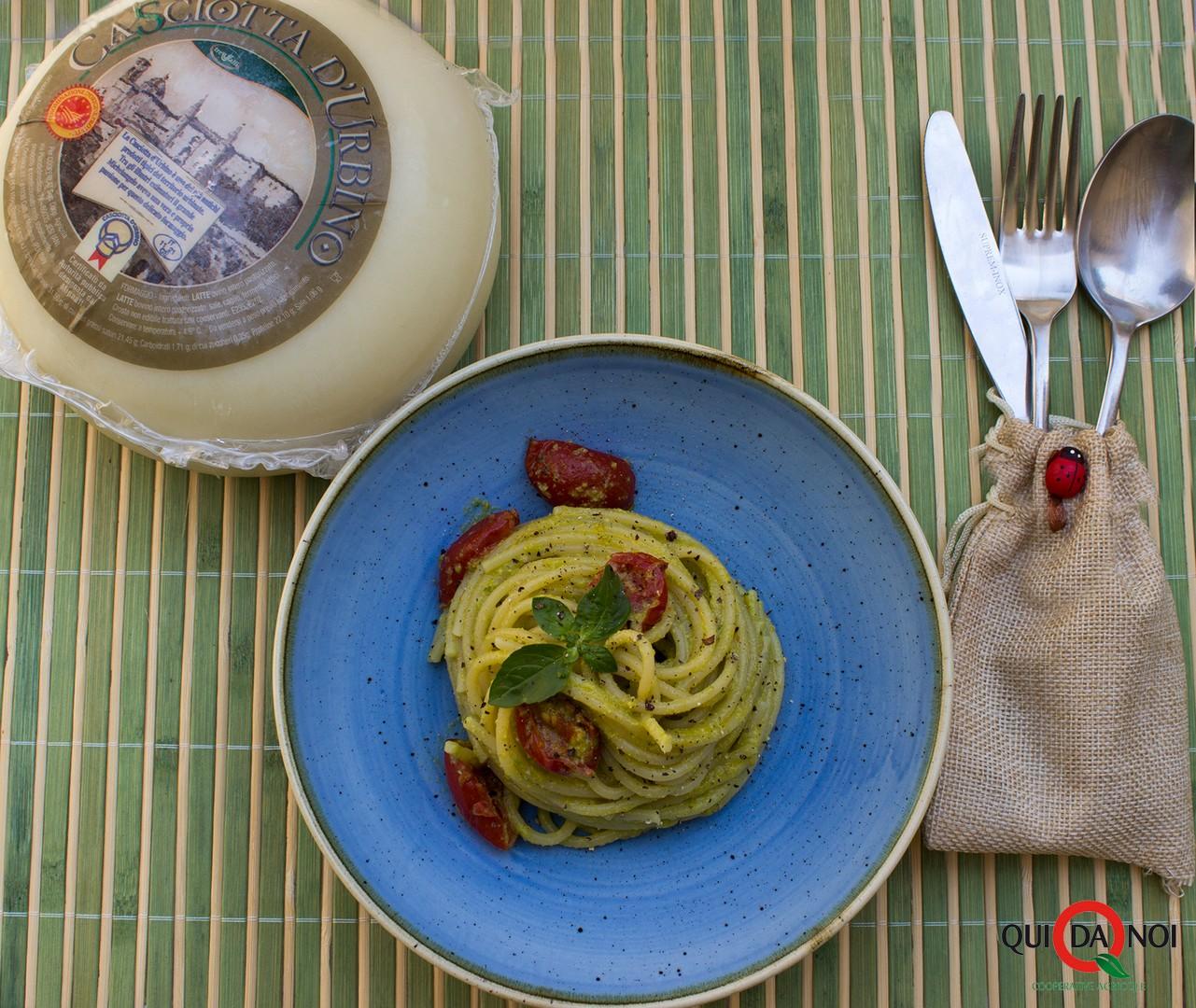 Spaghetti al pesto di fiori di zucca_pasq
