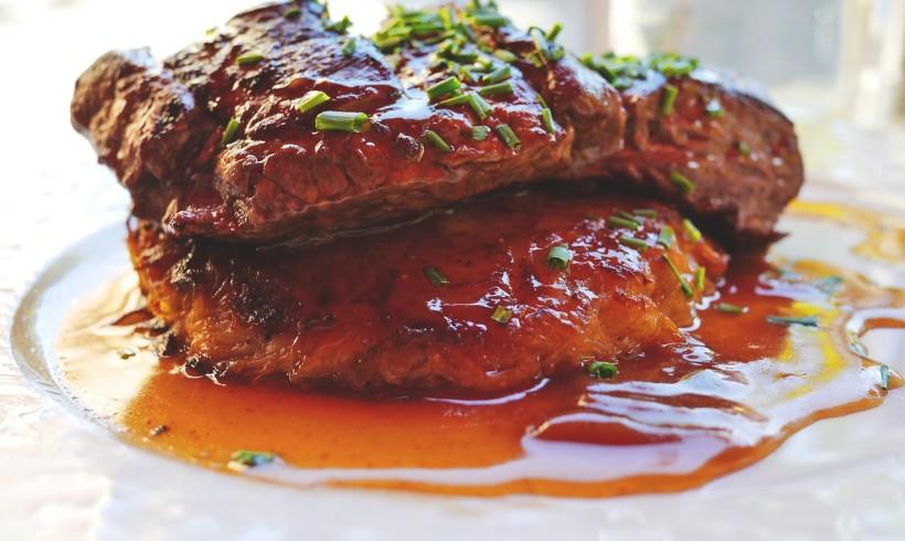 """Hamburger e bistecche """"alla vecchia maniera"""": la cucina americana che piace agli italiani"""
