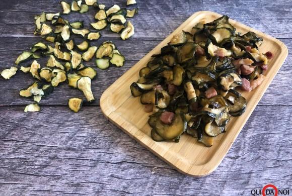 Contorno di zucchine disidratate e pancetta dolce