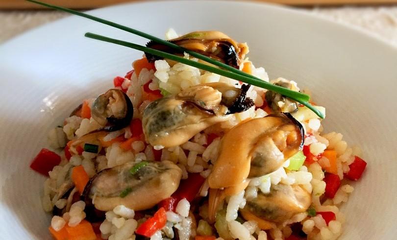 Insalata di riso con cozze e crudità di verdure al profumo di agrumi