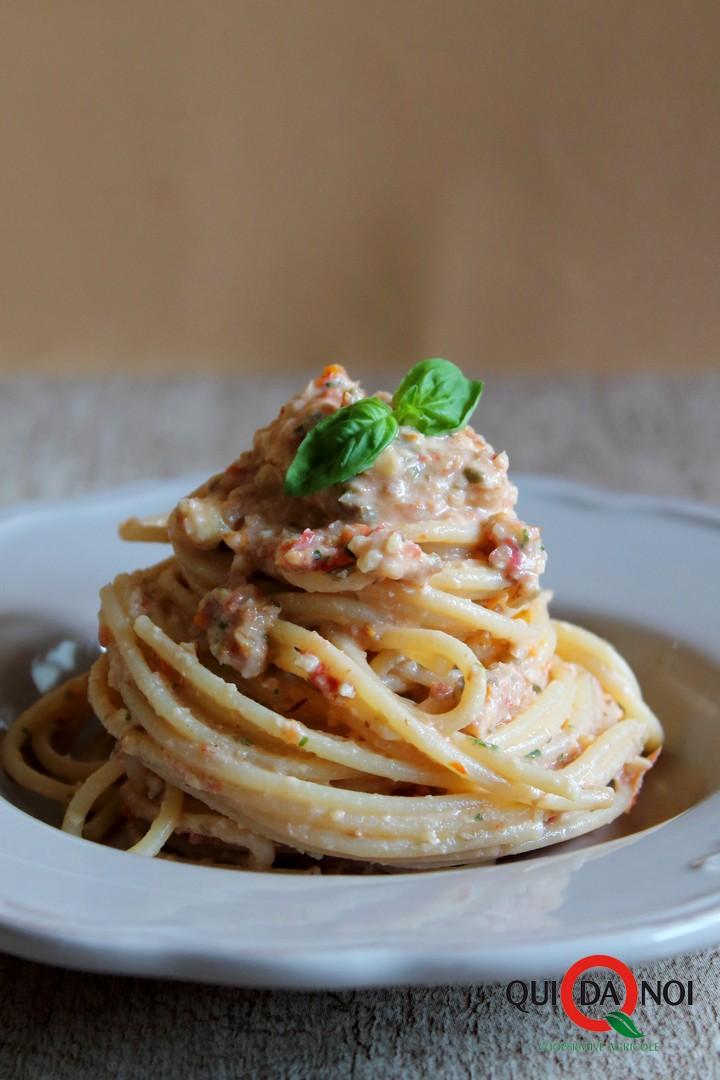 Spaghetti-Crema-Mandorle-Pomodori-Secchi_Uberti_IMG-1