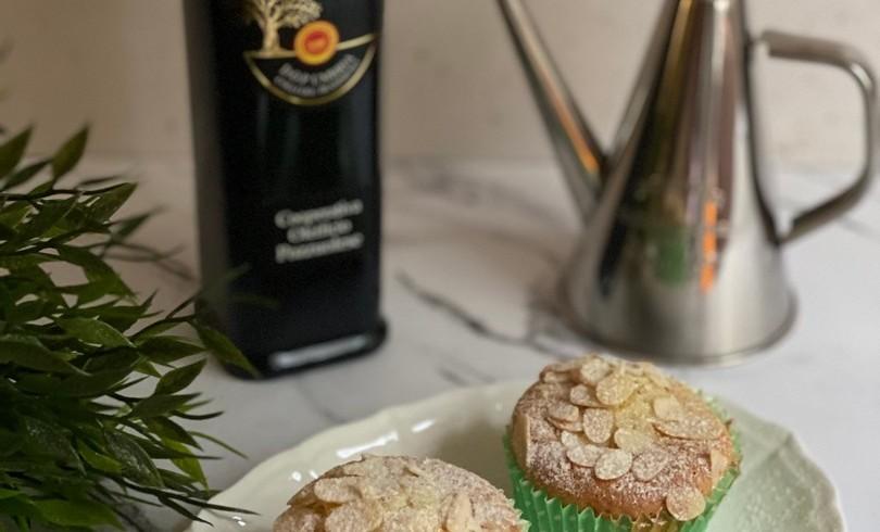 Muffin all'olio extra vergine di oliva, mandorle e uvetta