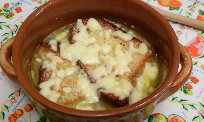 ZUPPA DI CIPOLLE (Soupe à l'onion)