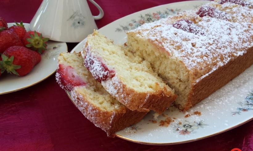 CAKE AL COCCO E FRAGOLE (senza glutine e senza lattosio)