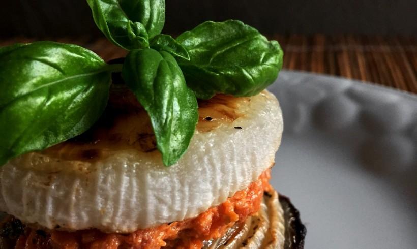 Sandwich di cipolle al forno con salame Clai al miele e basilico