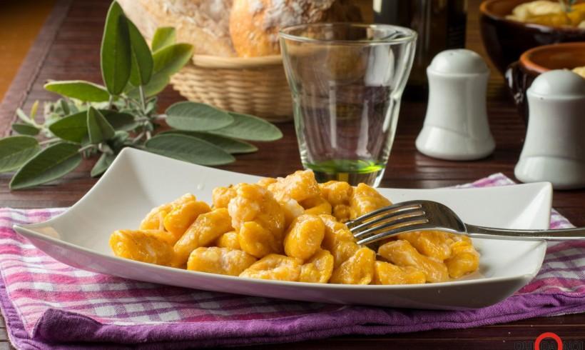 Gnocchi al patè di tinca affumicata
