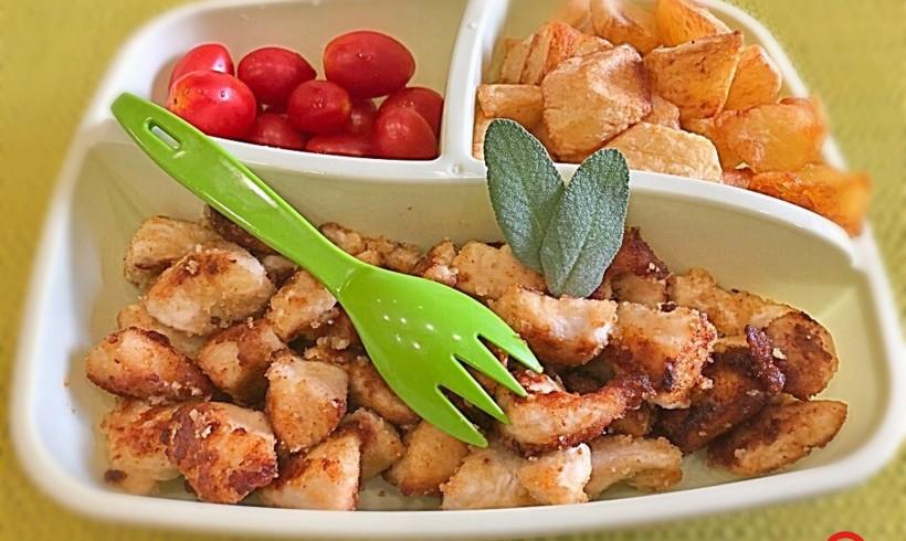 Bocconcini di pollo con patate e datterini