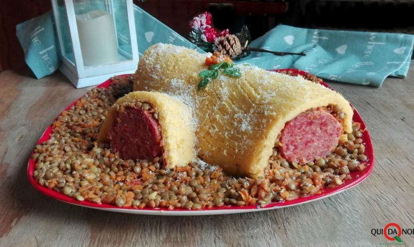 Tronchetto di polenta con cotechino e lenticchie by Sonia Camonizzi