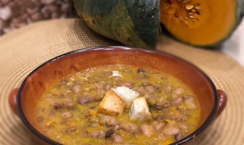 """Zuppa di zucca con fagioli """"Ajavdè"""" e salsiccia"""