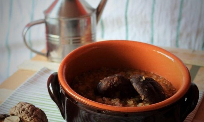 Zuppa di cereali e legumi ai sapori orientali