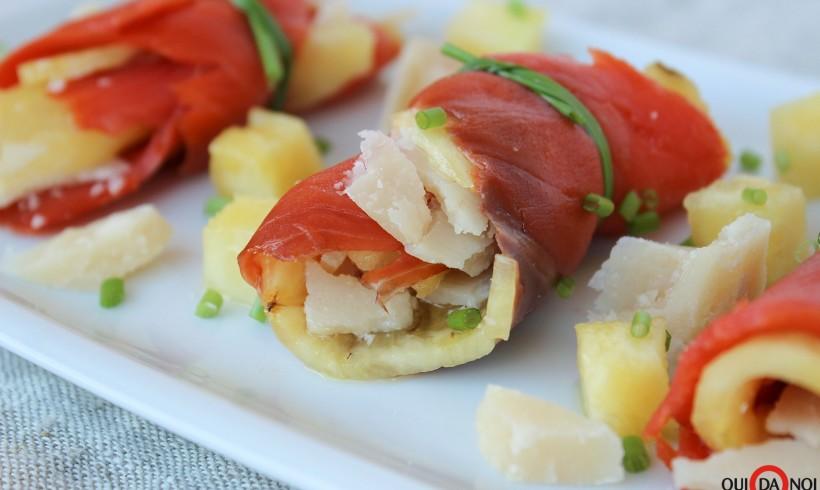 Involtini di salmone affumicato con ananas e parmigiano