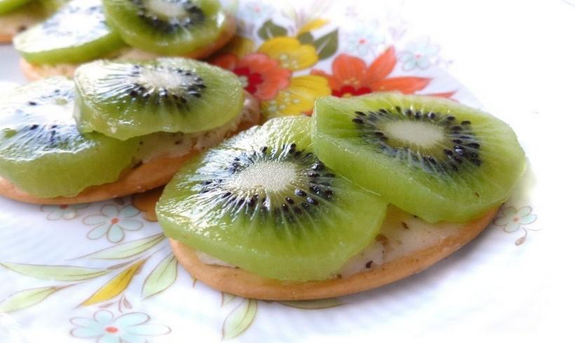 Tartine di kiwi e burro tartufato