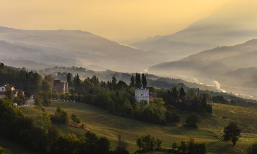 """Un """"viaggio"""" in Emilia Romagna. Come abbinare i suoi vini regionali ad alcuni formaggi tipici"""