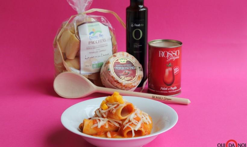 Paccheri al sugo di pomodoro e melone con formaggio piccante