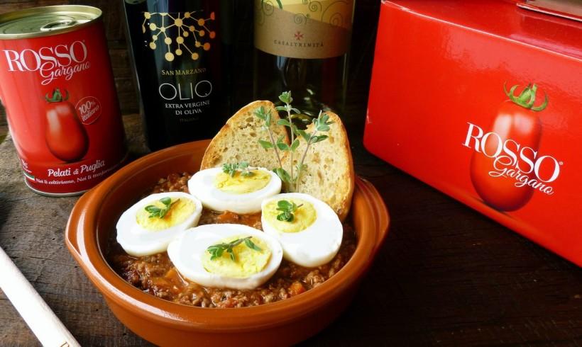 Uova sode al ragù di pollo e Rosso Gargano