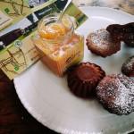 Pasticcini al cacao con ripieno di confettura di pere e cioccolato