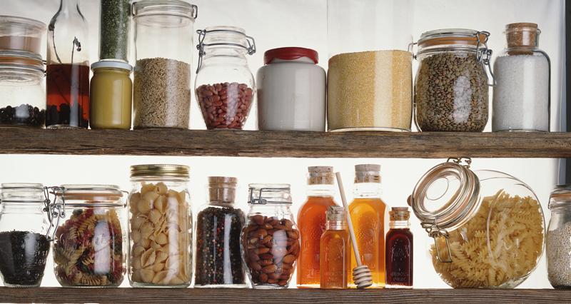 Alimenti e scadenze. Gli 8 prodotti da controllare (e forse buttare)