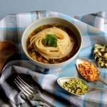 Spaghetti in zuppa di verdure disidratate con zenzero e salsa di soia